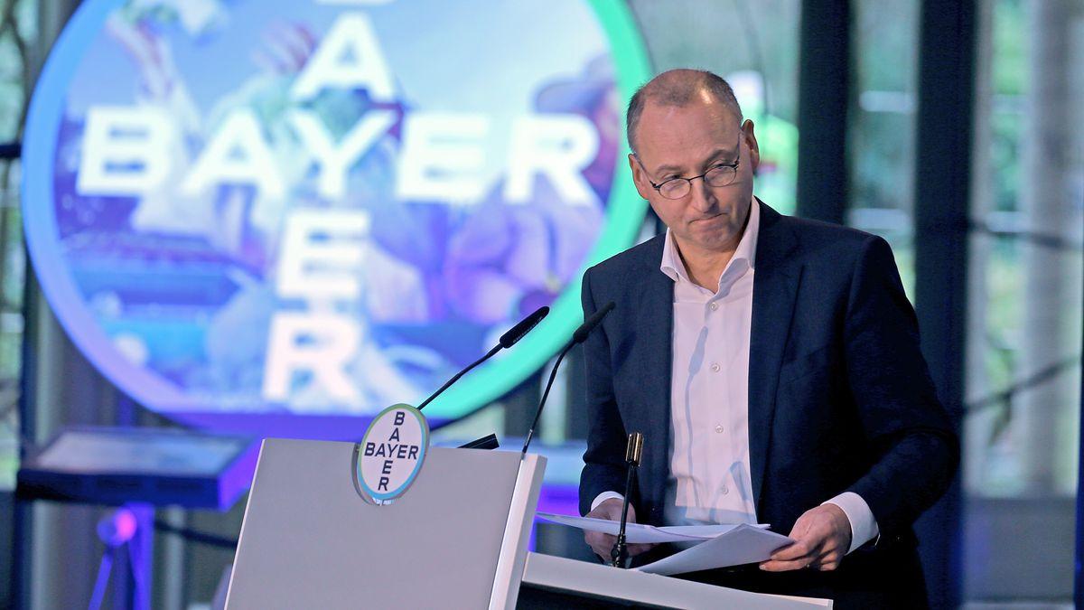 Werner Baumann, Vorstandsvorsitzende der Bayer AG, spricht auf der Bilanzpressekonferenz.