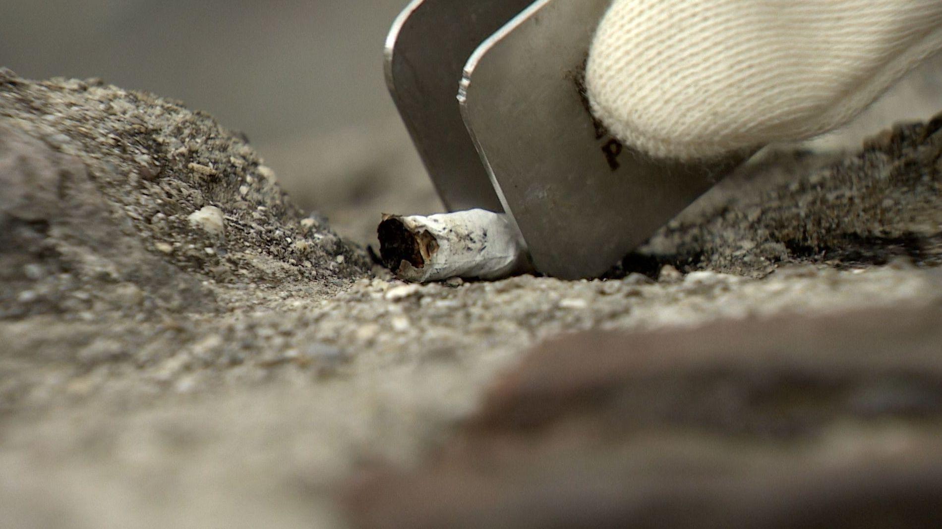 Auch Zigaretten-Kippen werden entsorgt