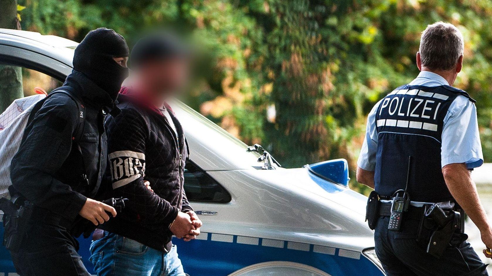 Mutmaßlicher Rechtsterrorist wird abgeführt