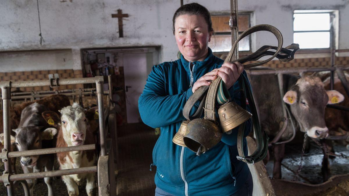 Milchbäuerin Regina Killer mit ihren Kühen