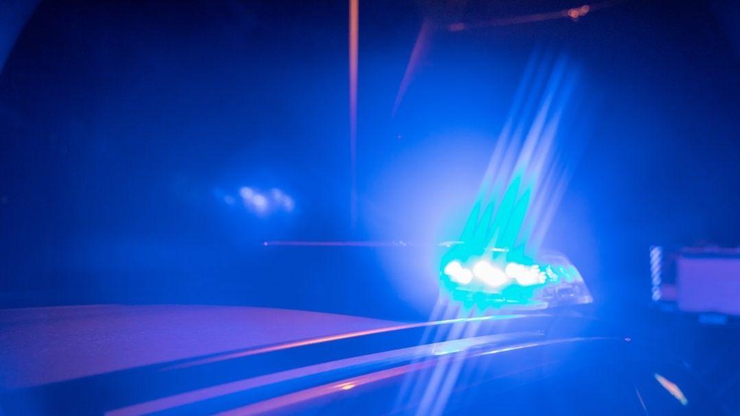 Polizeieinsatz in der Nacht (Symbolbild)