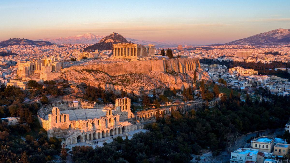 Blick im Sonnenaufgang über die historische Stätte