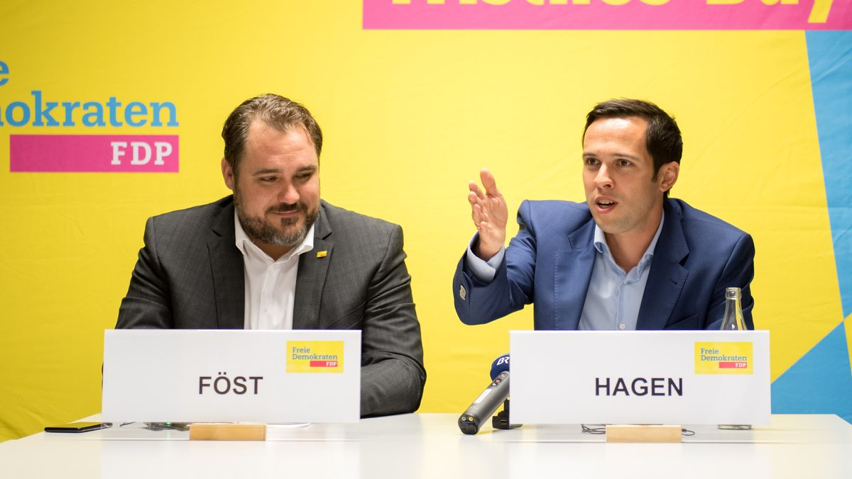 Der bayerische FDP-Chef Daniel Föst (l.) und Landtags-Fraktionschef Martin Hagen (r.) am 15.10.18