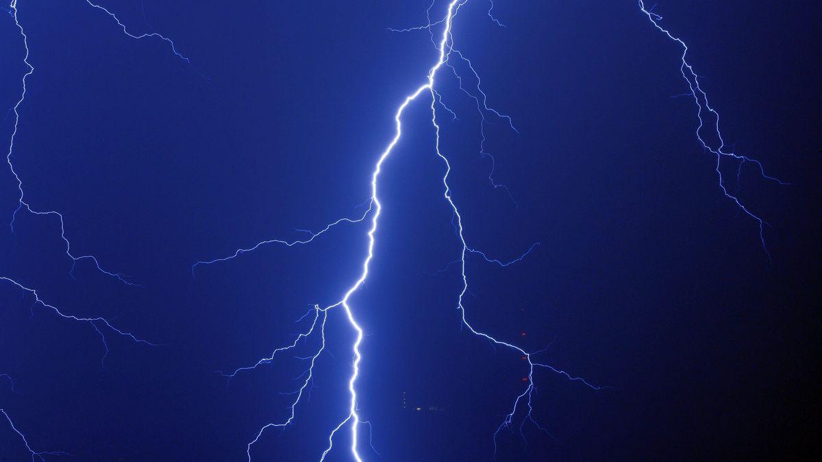 Ein Blitz schlägt ein