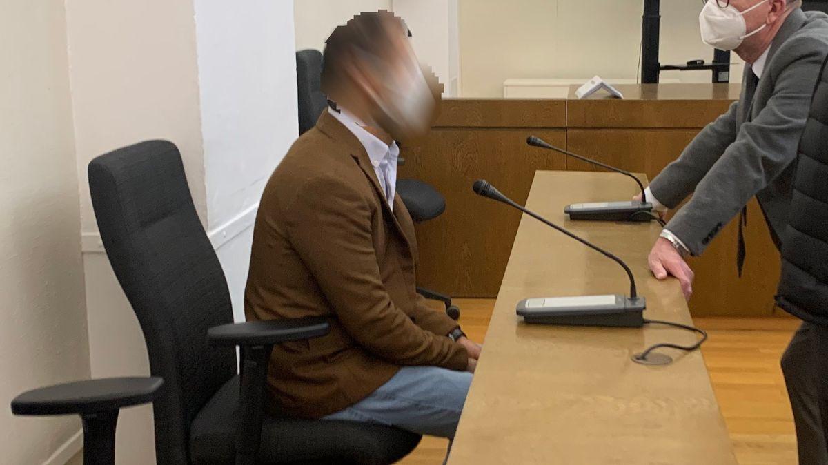 Der jüngere Angeklagte