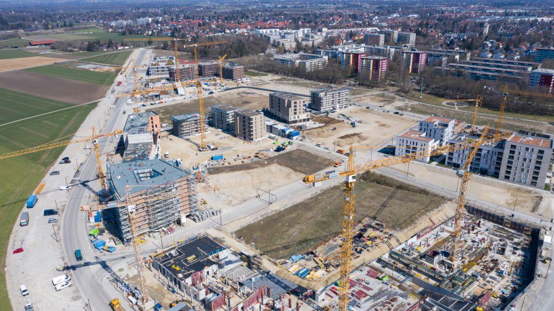 Eine Luftaufnahme der Baustelle eines Neubaugebietes.
