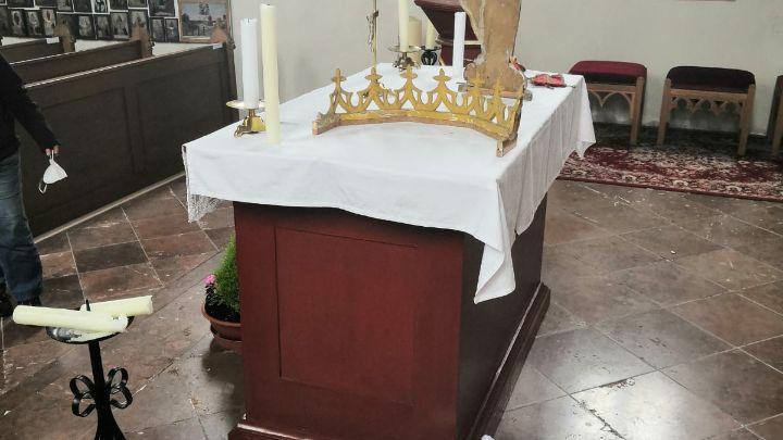Auch vor dem Altar haben die Täter nicht Halt gemacht
