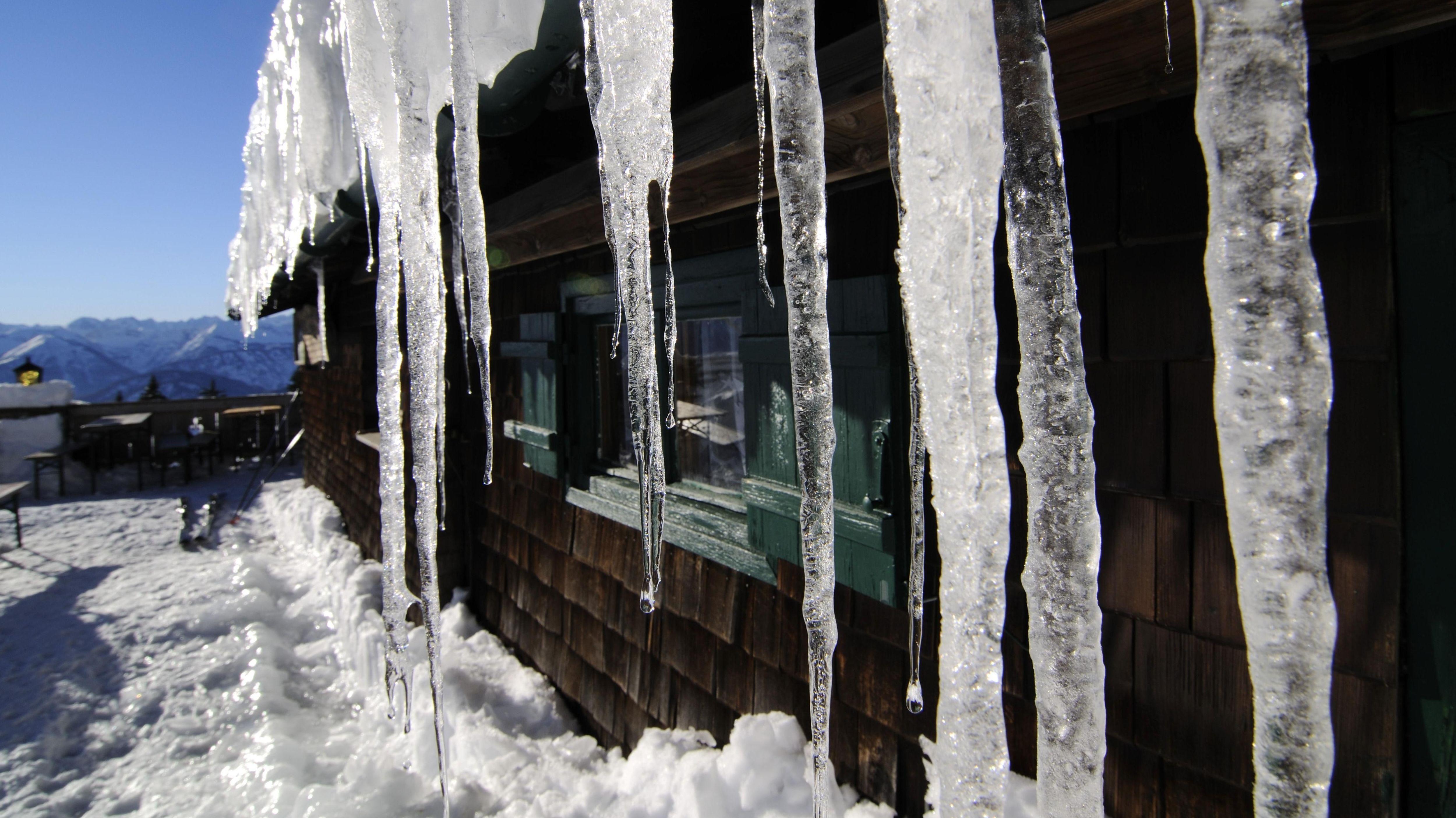Eiszapfen vor der Stiealm am Idealhang, Brauneck (Archiv)