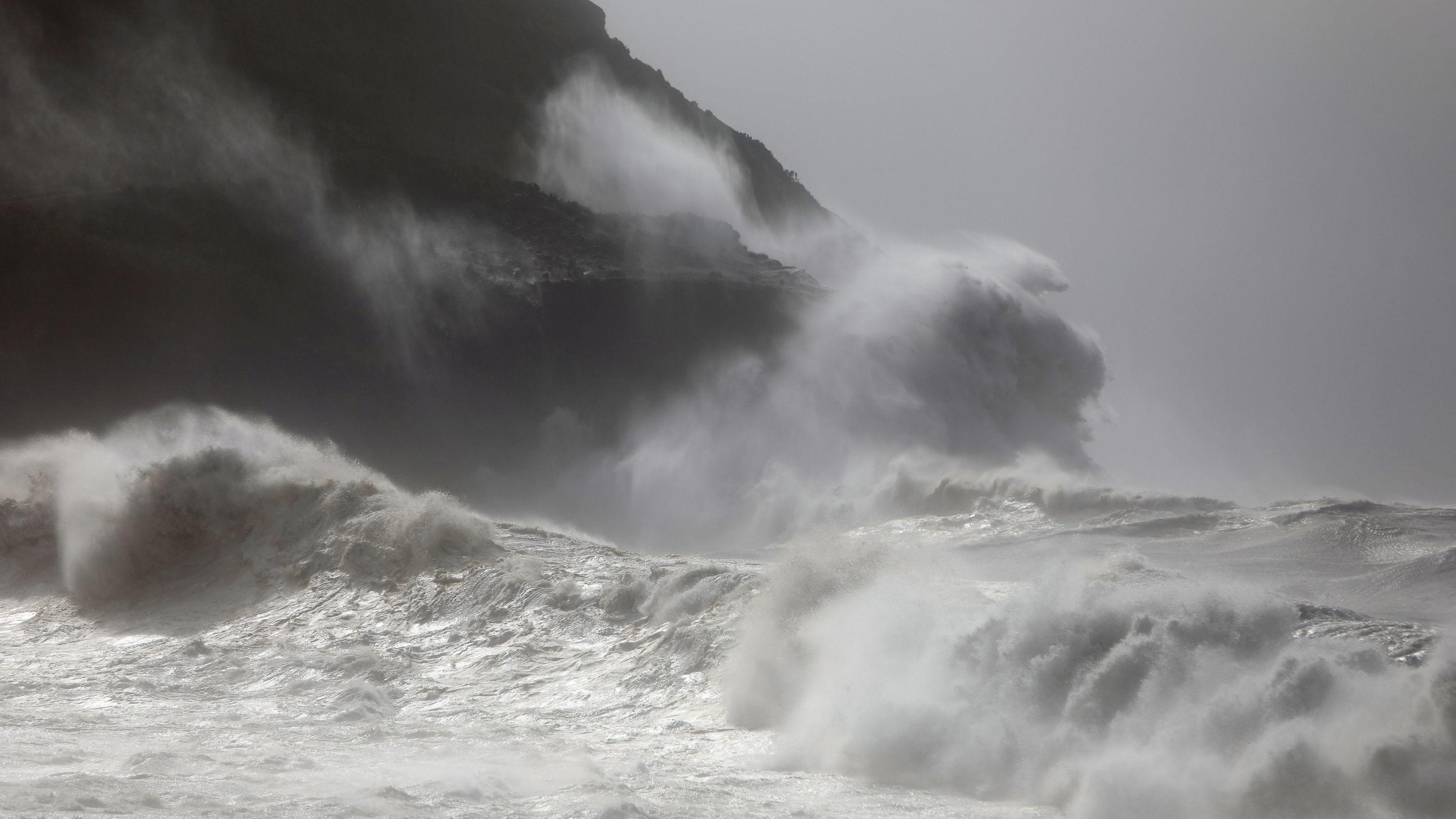 """Überflutungen und Schäden: Hurrikan """"Lorenzo"""" auf den Azoren"""
