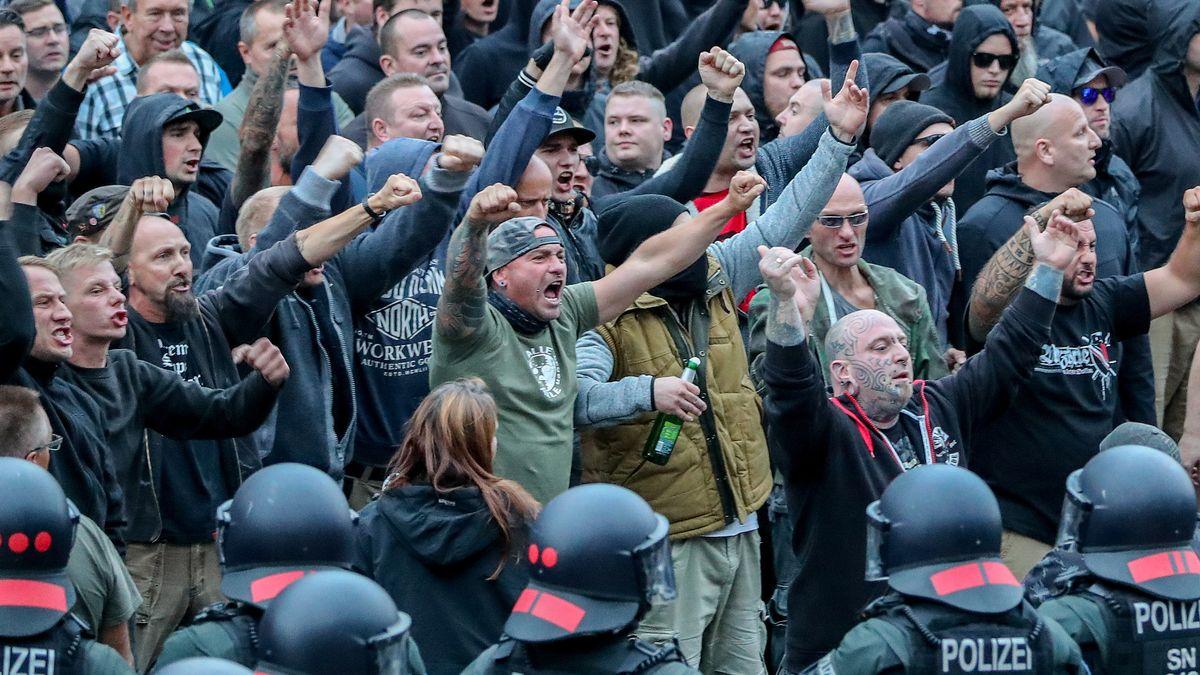 Demonstranten der rechten Szene