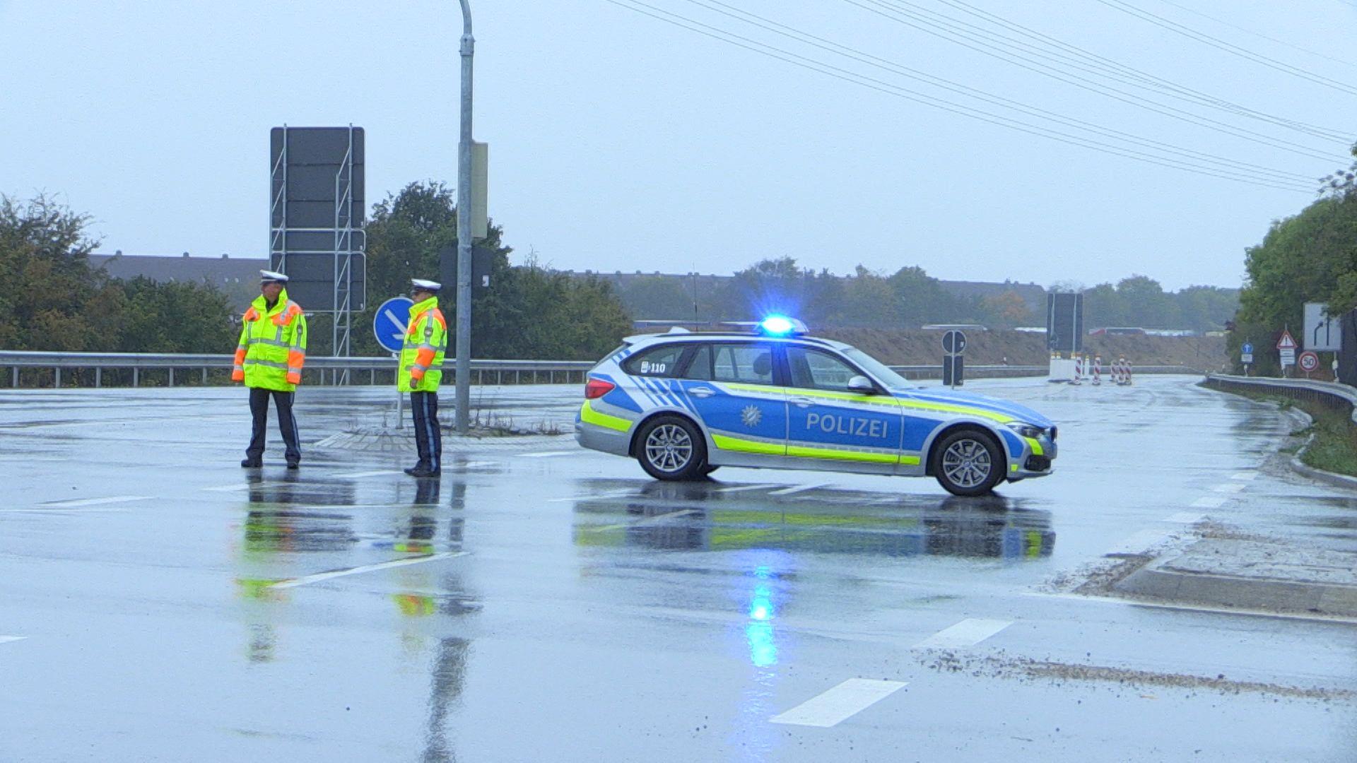 Polizeisperre wegen Bombenentschärfung bei Barbing.
