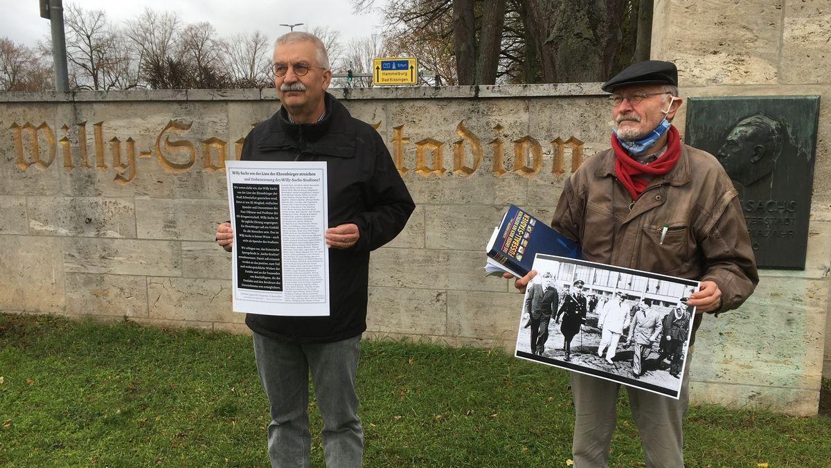 """Norbert Lenhard (links) und Klaus Hofmann (rechts) von der Schweinfurter """"Initiative gegen das Vergessen"""""""