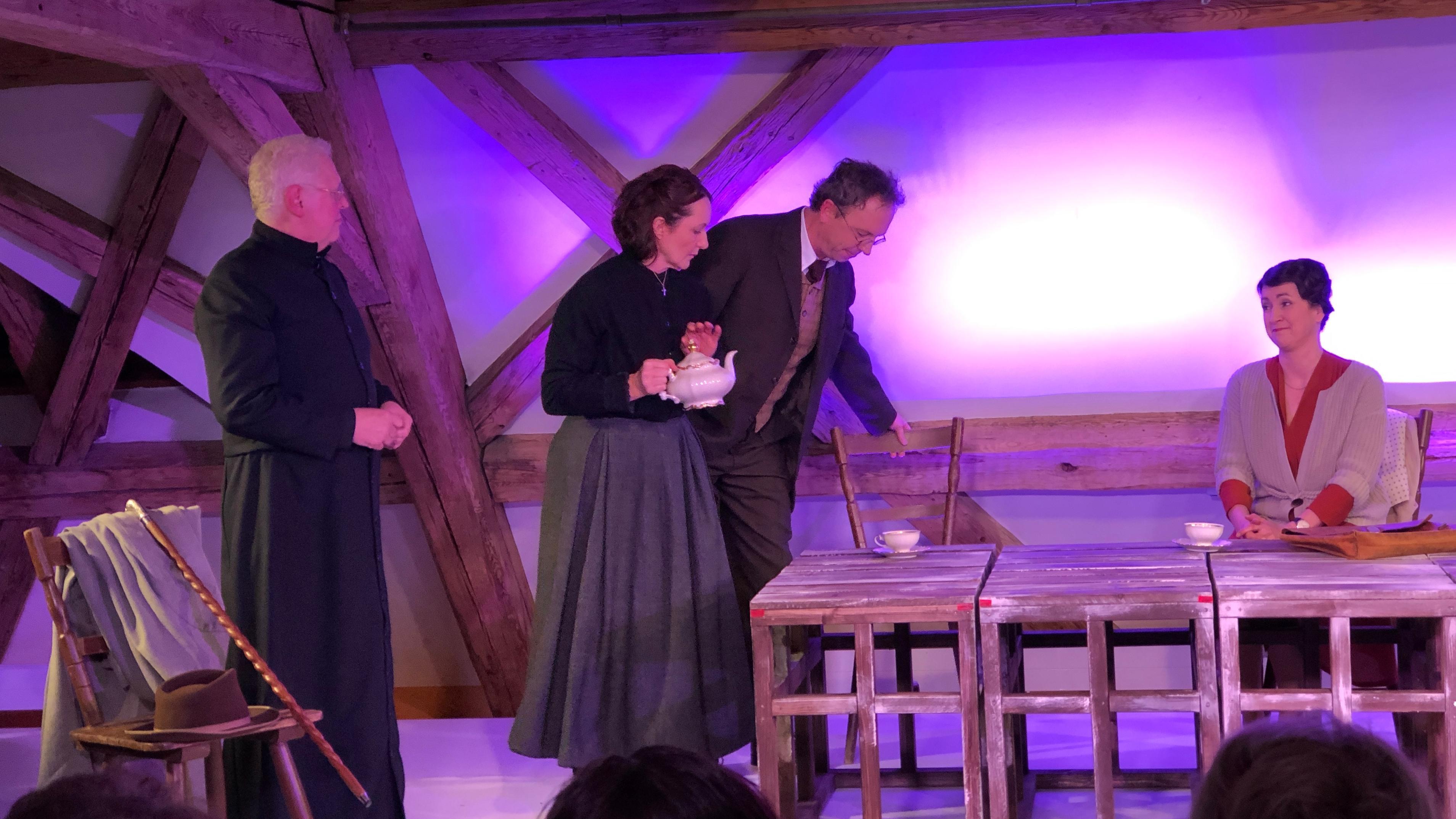 """Szene aus """"Resl Unser"""" vom Landestheater Oberpfalz"""