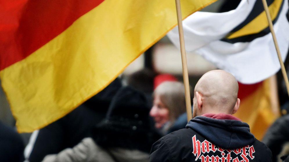Von Rechtsextremen bedroht: Journalisten müssen immer mehr aushalten. | Bild:Caroline Seidel/dpa-Bildfunk