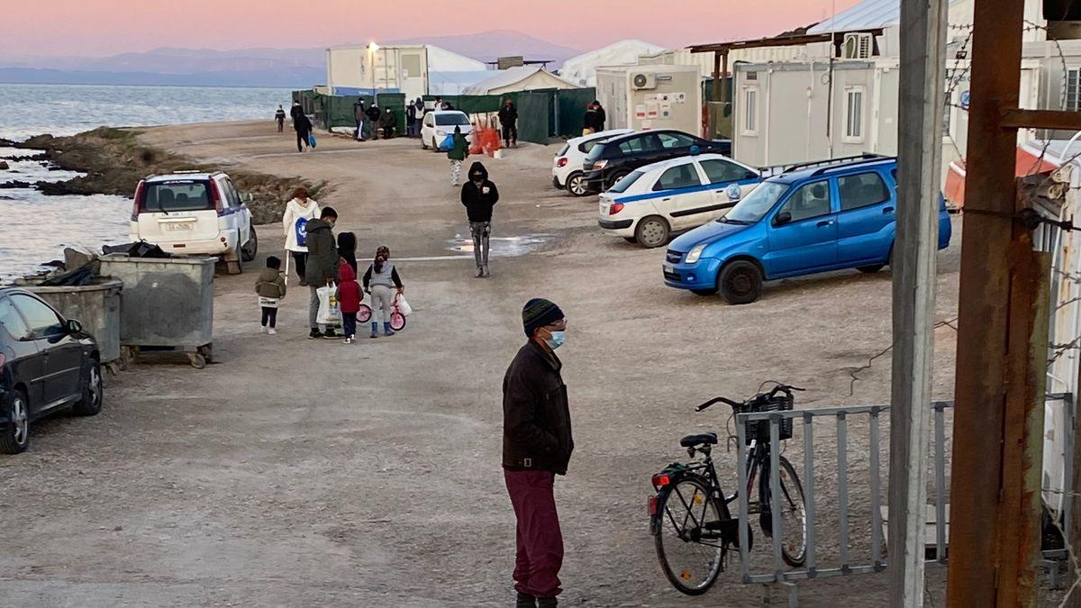 Eingang zum Flüchtlingslager Kara Tepe auf Lesbos