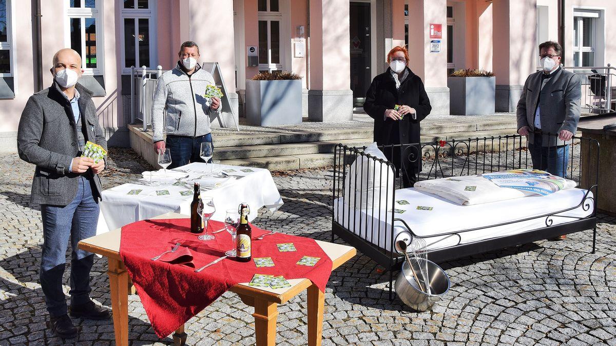 v.l. Marco Felgenhauer (Touristinfo), Franz Adam (Hotel Adam), Karin Geiger-Wastl (Hotel Böhmhof) und Joli Haller (Bürgermeister Bodenmais)