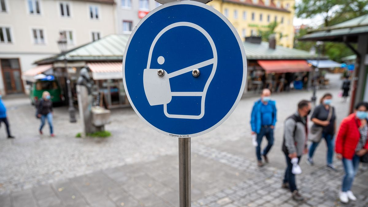 Maskenpflicht-Schild in München