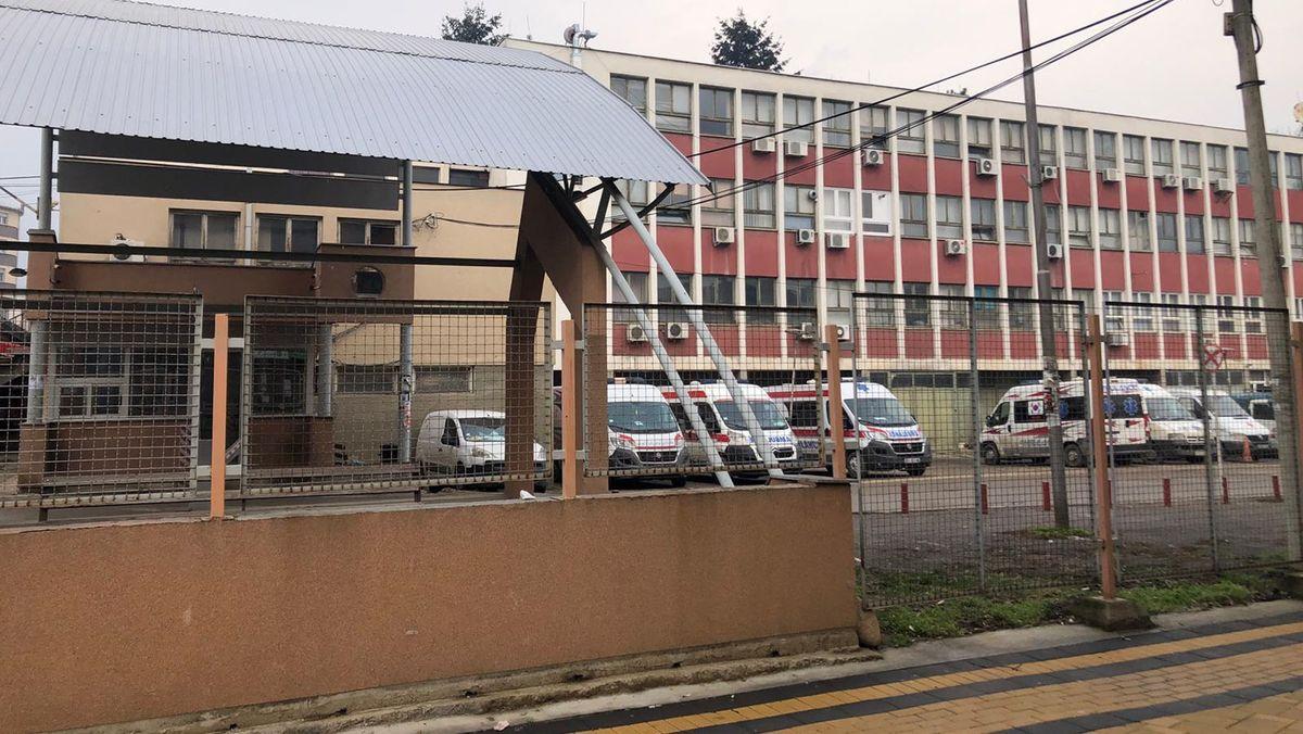 Das Bild zeigt die Außenansicht des Allgemeinen Krankenhauses im serbischen Vranje.