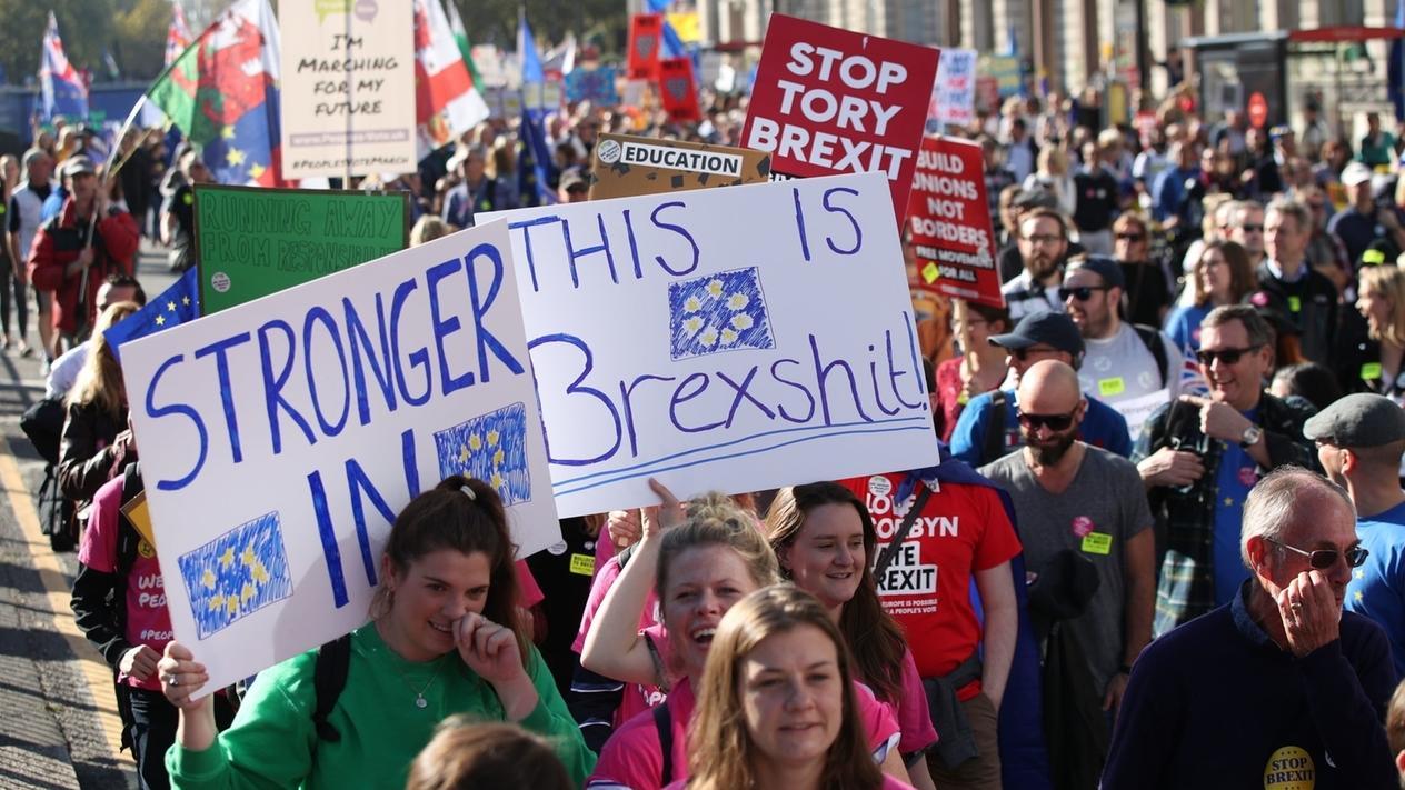 Am 20.10.2018 demonstrieren Tausende in London für ein zweites Brexit-Referendum und gegen den Ausstieg aus der EU.