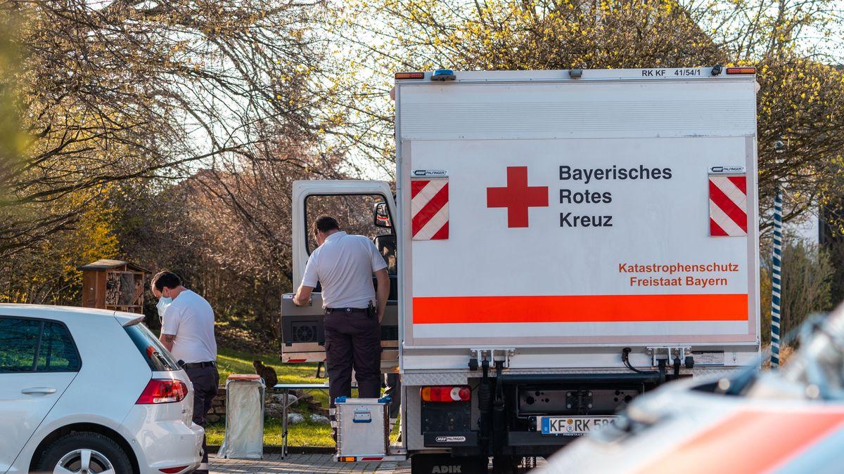 Rotkreuz-Mitarbeiter in Waal im Ostallgäu.