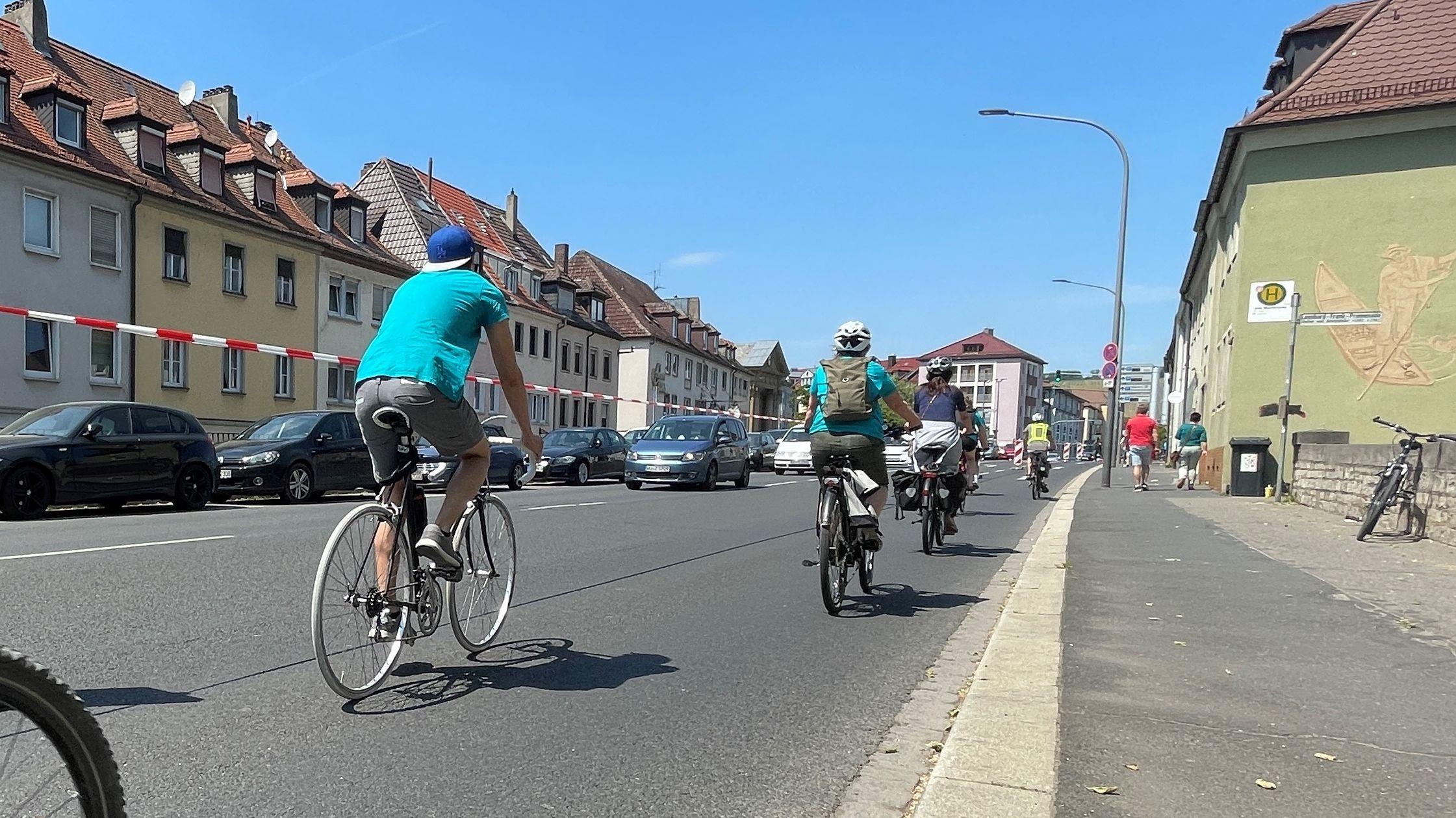 Pop-Up-Radweg in der Würzburger Saalgasse