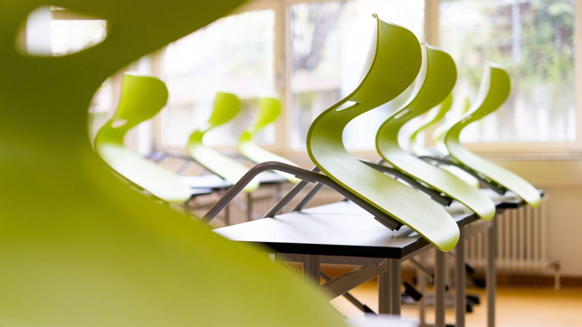 Ein leeres Klassenzimmer