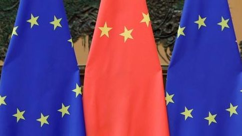 Flaggen der EU und China