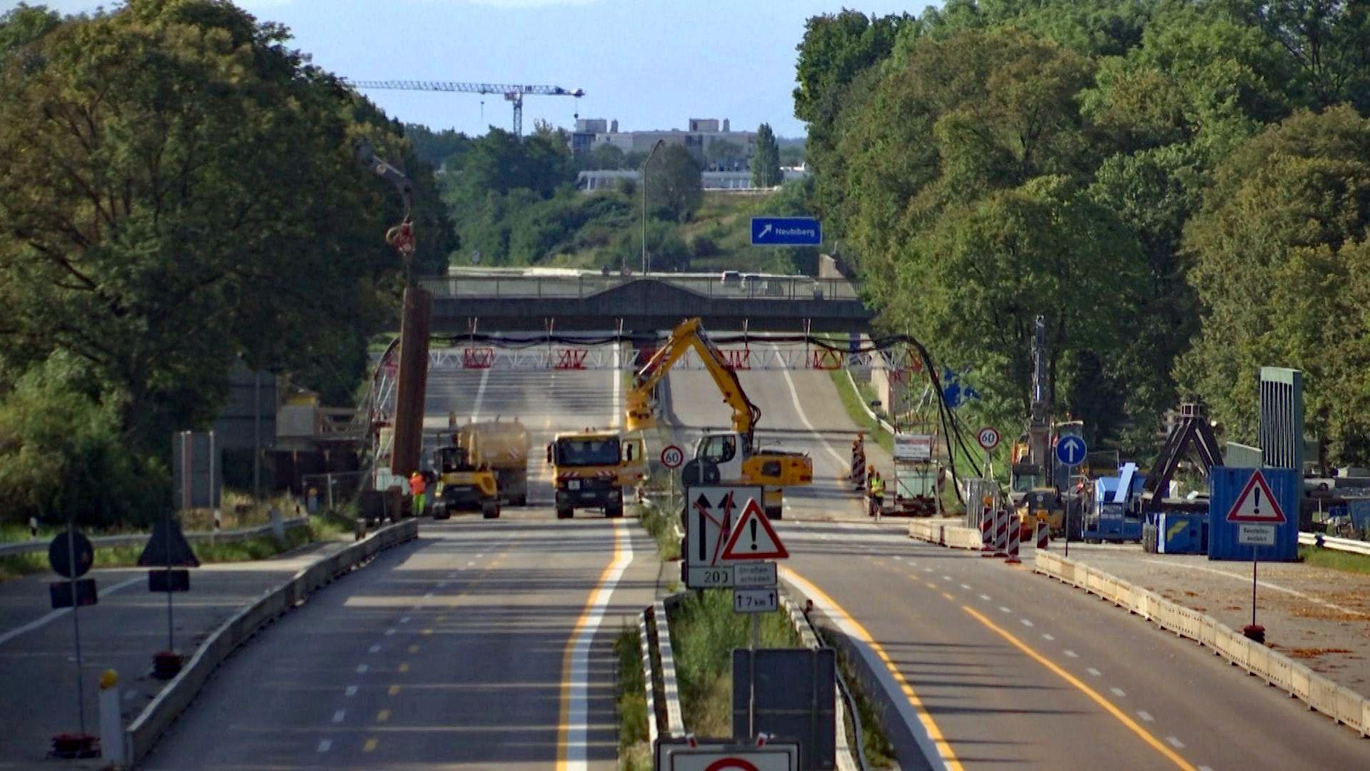 Bauarbeiten auf der gesperrten A8 bei München