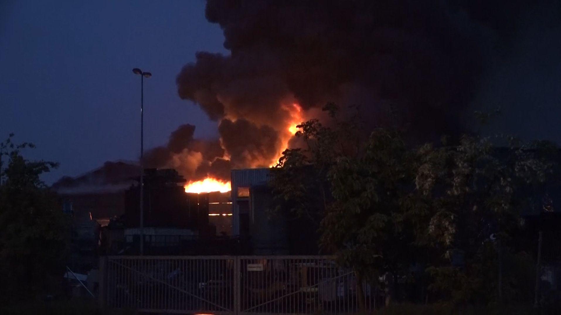 Großbrand in Aschaffenburger Entsorgungsbetrieb