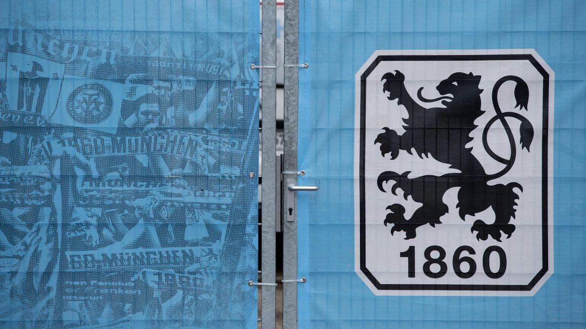Ein verschlossenes Tor ist auf dem Trainingsgelände TSV 1860 München zu sehen.