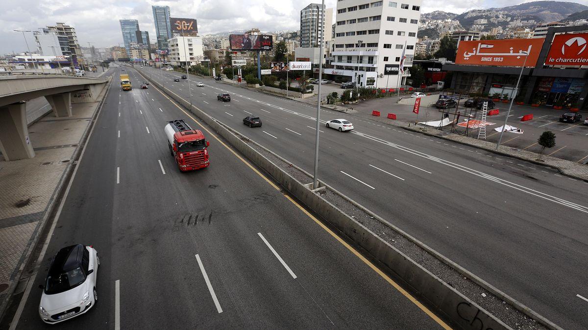 Ein Blick auf eine leere Straße in Beirut, Libanon.