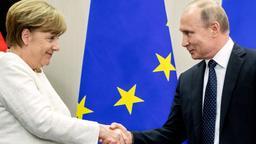 Bundeskanzlerin Merkel und Russlands Präsident Putin beim Händeschütteln   Bild:dpa-Bildfunk/Kay Nietfeld
