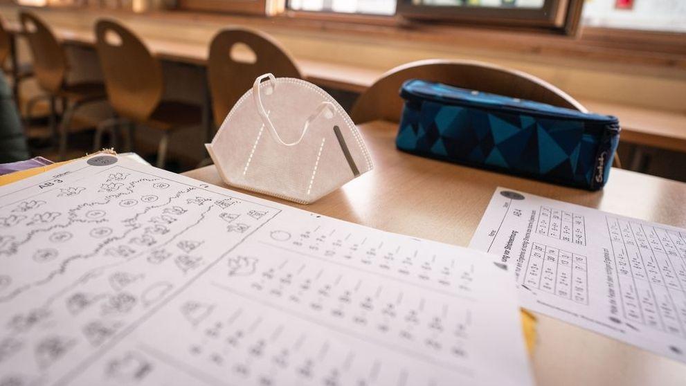 Seit einem Jahr befinden sich Bayerns Schulen im Corona-Betrieb. Präsenzunterricht im Klassenzimmer war in dieser Zeit eher die Ausnahme.