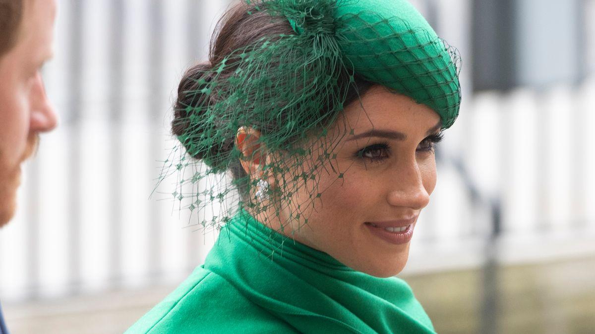 Die Herzogin mit grünem Hut und Kleid