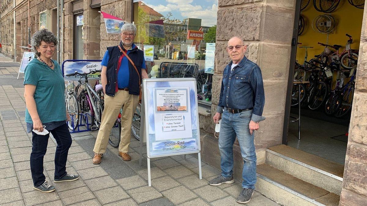 Heike Krämer, Joachim Maaßen und Alfred Krämer engagieren sich seit Jahren ehrenamtlich für bedürftige Menschen.