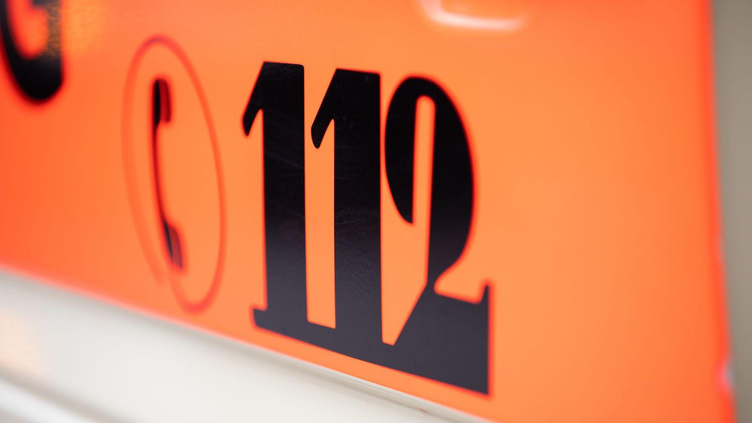 Symbolbild Rettungsdienst mit Notruf-Nummer 112