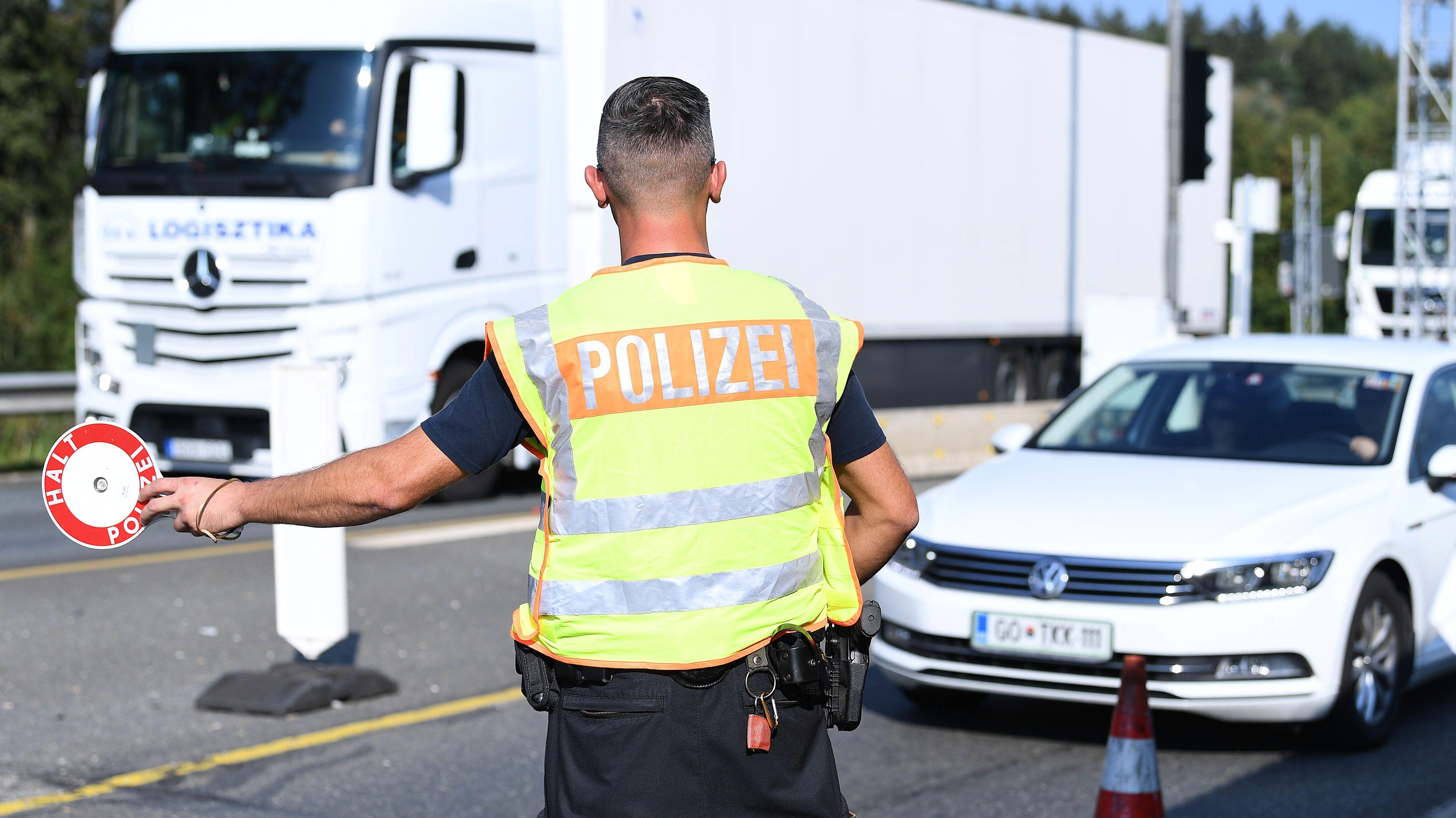 Grenzkontrollen an der deutsch-österreichischen Grenze am am Grenzübergang Walserberg