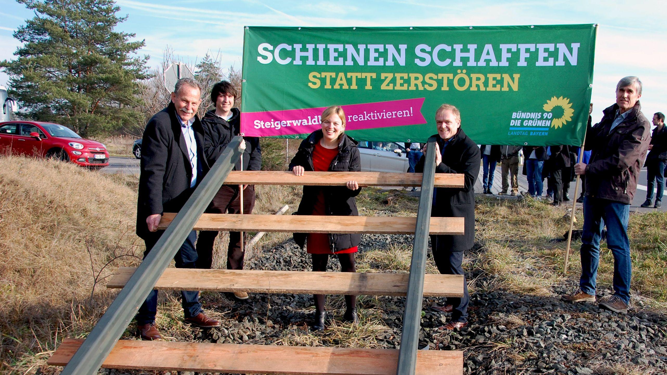 Verlegung der Schienen durch Politiker der Grünen