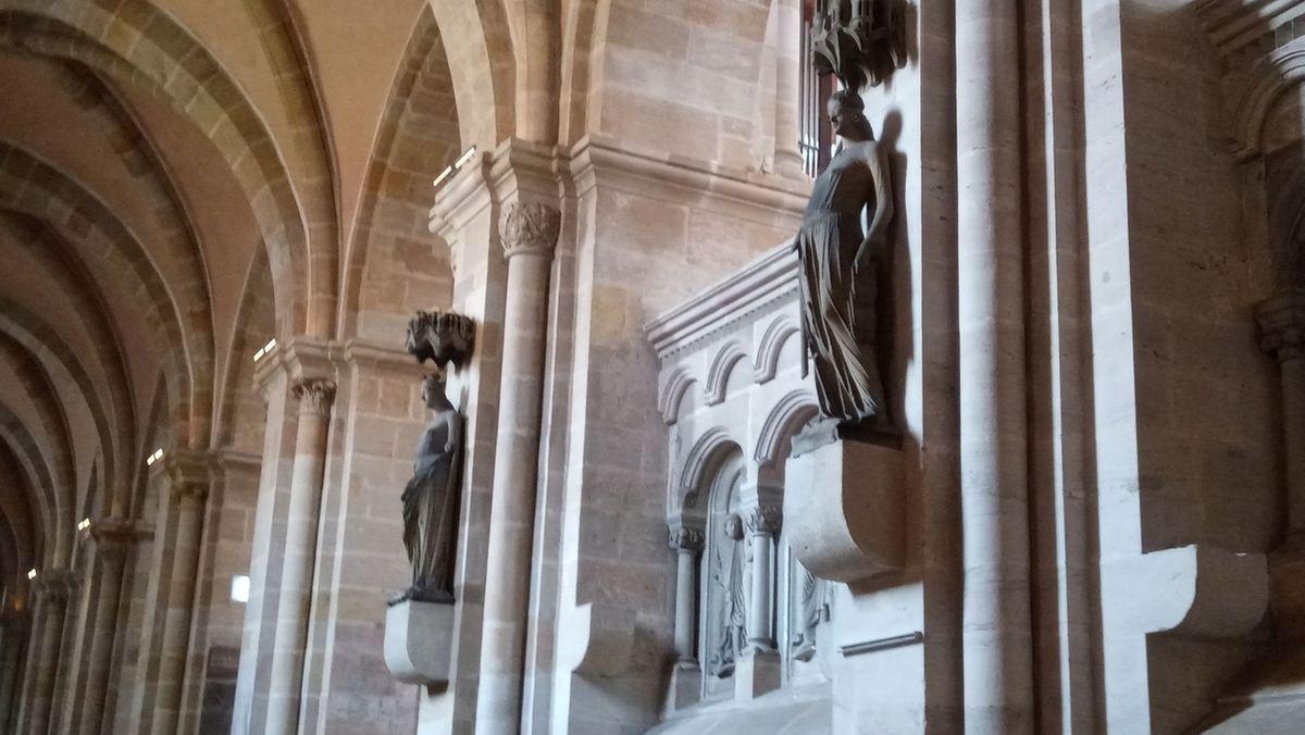 Die Steinfiguren Ecclesia und Synagoge im Bamberger Dom