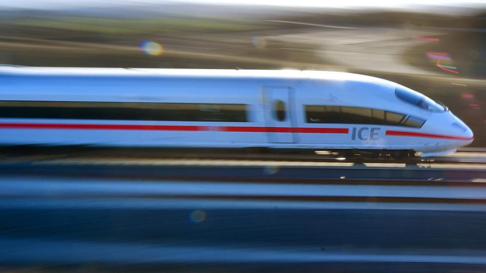 ICE auf der Schnellstrecke Nürnberg-Erfurt | Bild:picture alliance / Martin Schutt/dpa-Zentralbild/dpa