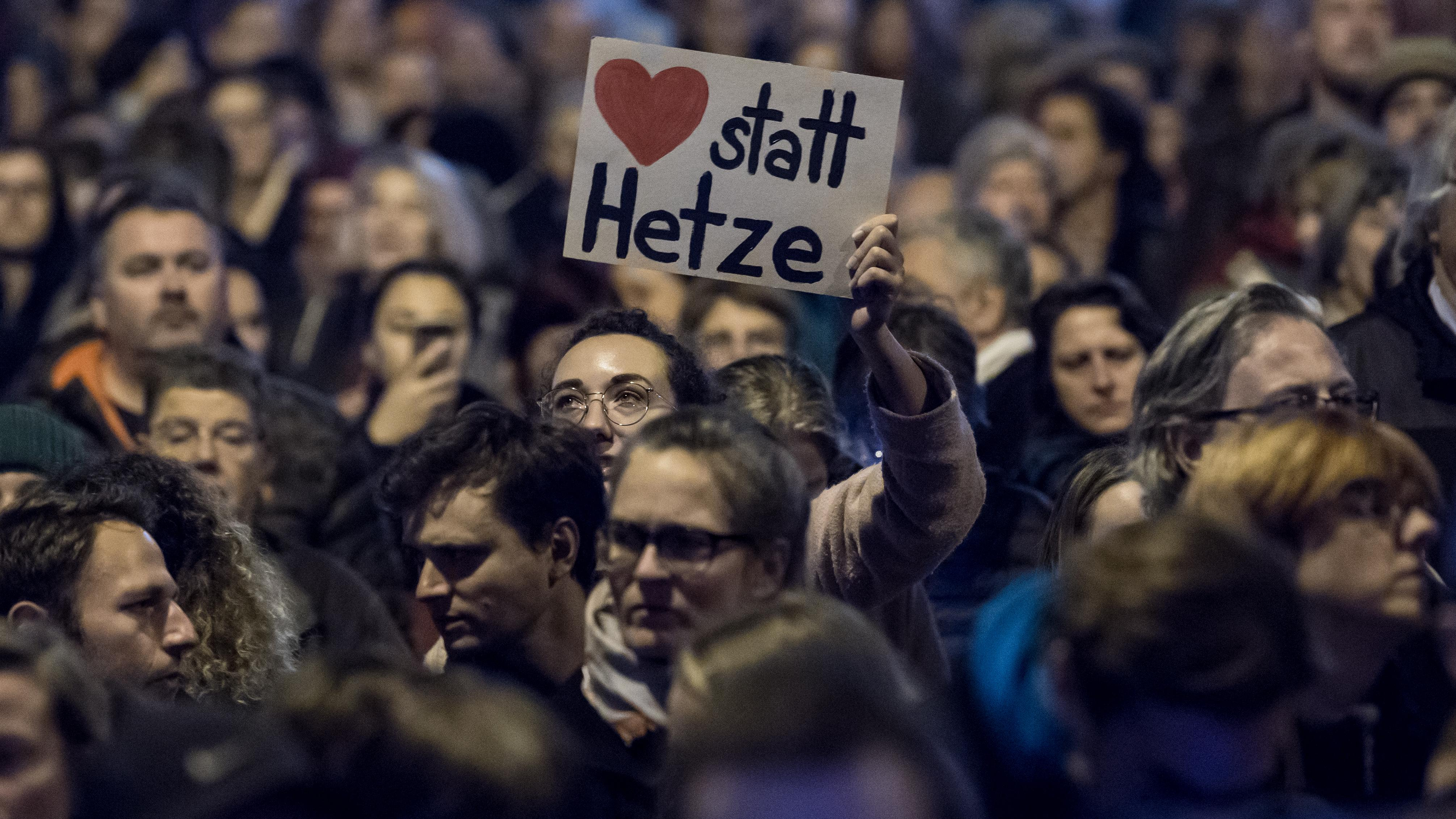 #wehretdenanfängen-Demo auf der Maximilianstraße