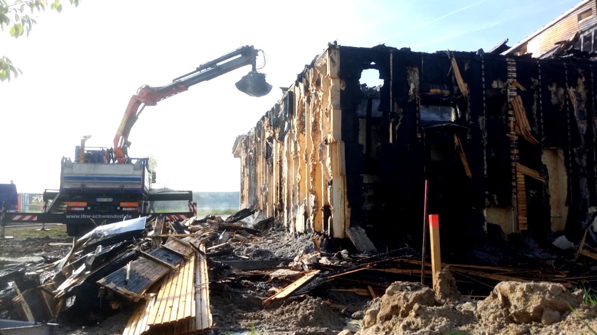 Brandschaden am Restaurantgebäude der Erlebnisholzkugel