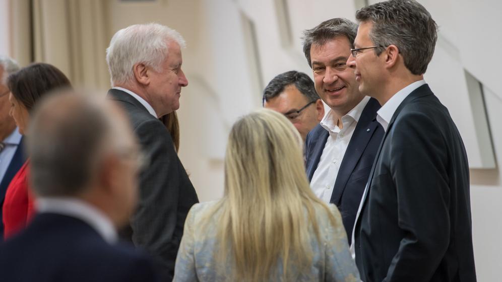 Das CSU-Präsidium will heute über die Aufnahme von Koalitionsverhandlungen beraten | Bild:dpa/Peter Kneffel