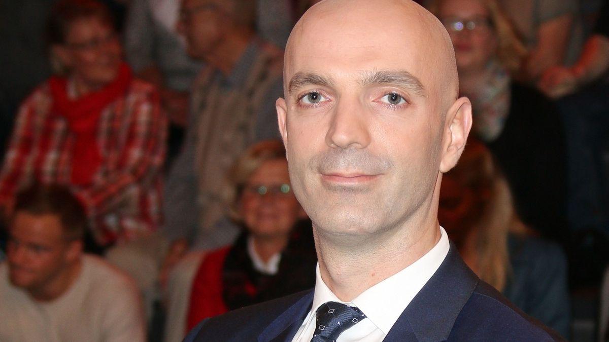 Virologe Prof. Jonas Schmidt-Chanasit