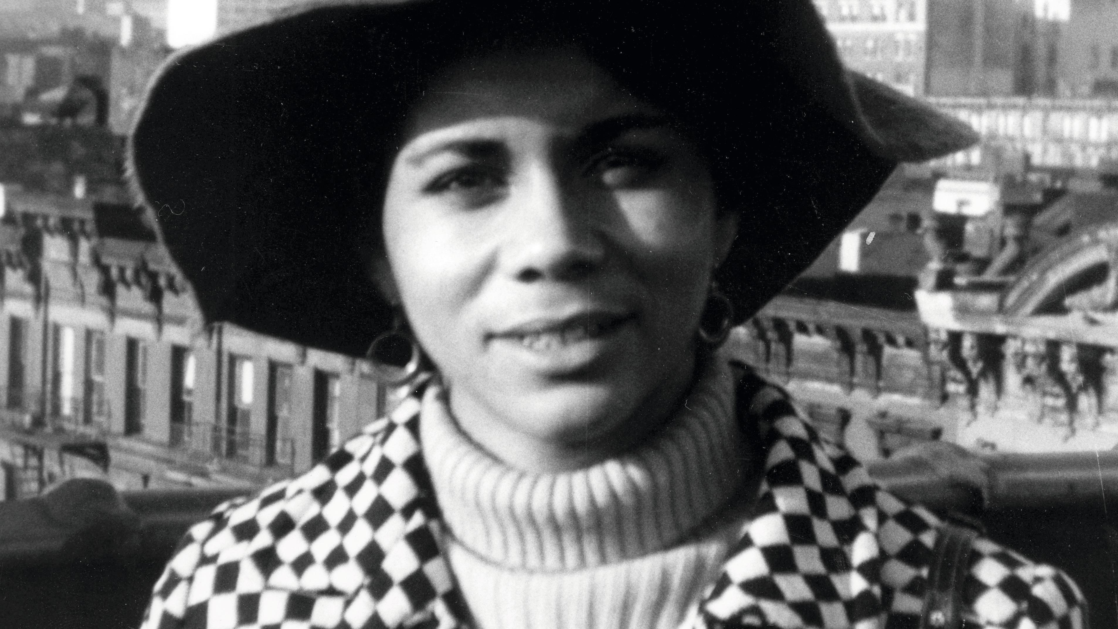 US-Autorin Kathleen Collins mit großem Hut in New York