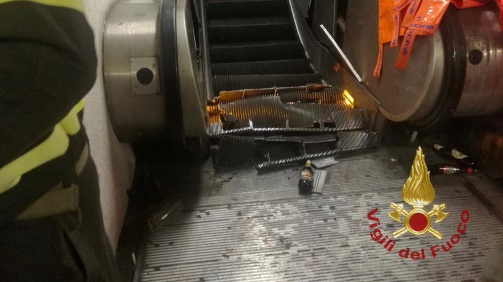 Rolltreppe in Rom eingestürzt    Bild:dpa-Bildfunk/Feuerwehr Vigili del Fuoco