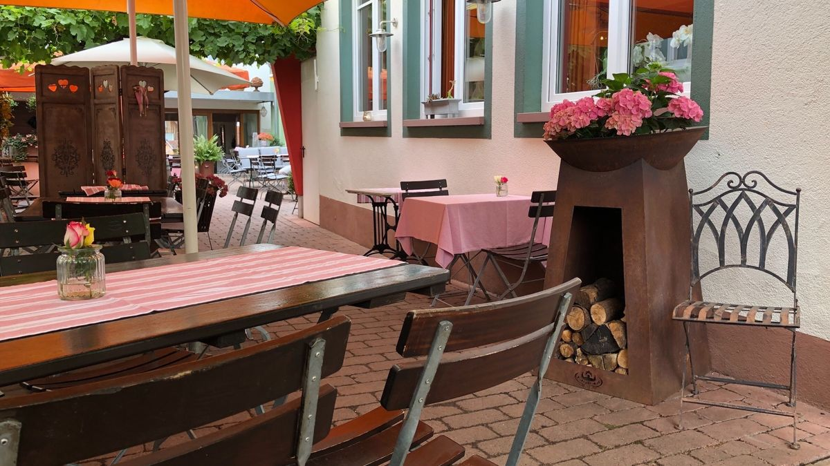 Ein leerer Biergarten in Bürgstadt