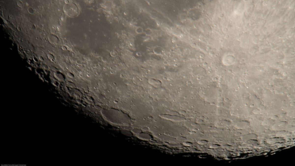 Mondoberfläche mit dem Tycho-Krater am Südpol des Mondes.