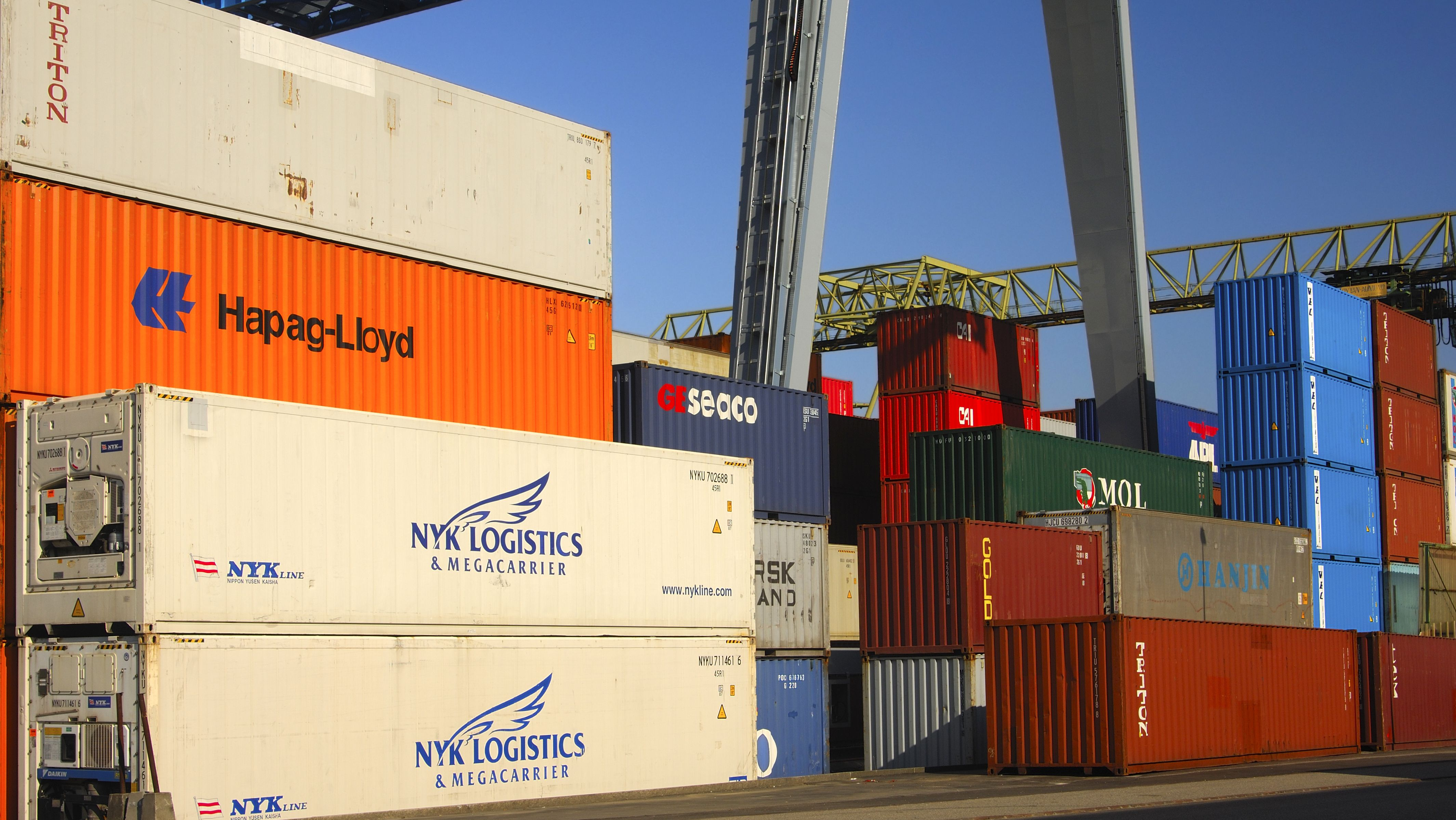 Die Importe erlitten den größten Einbruch seit Januar 2009.