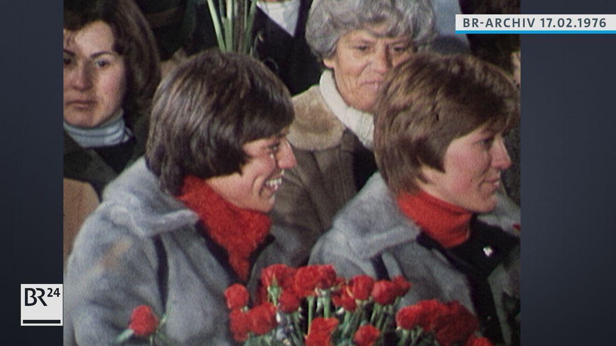 Rosi Mittermaier mit Blumenstrauß